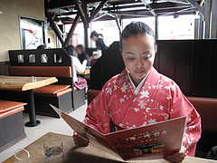 4店内:テーブル席@味の時計台・福岡筥松店