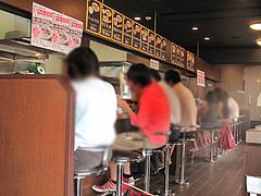 6店内:カウンター@博多六分儀ラーメン・西片江店