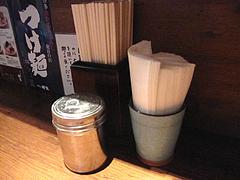 15店内:卓上@ラーメン・中華そば・郷家・天神店