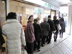 店内:行列@蜂楽饅頭・西新