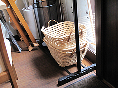 店内:荷物かごとベビーチェア@ちゃんぽんならここ・赤坂店