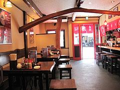 3店内:テーブル席@ラーメン・麺やダイニング・こもんど