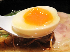 料理:白湯鶏拉麺の味玉子@たらふくまんま・春吉