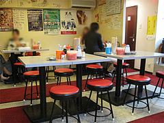 3店内:テーブル席@長浜屋台やまちゃん・福岡中州店