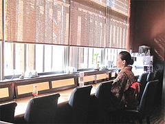 5店内:窓際カウンター@だご汁&カフェ・阿蘇商會(商会)・マイステイズイン福岡天神南