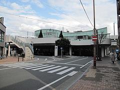 24外観:JR博多南駅@ラーメンなんでんかんでん・博多ねぶり屋餃子・ミヤモトヒロシ