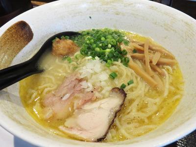 11濃厚鶏白湯そば700円