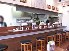 2店内:カウンター・テーブル@ラーメン神