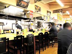 店内:カウンターとテーブル@長浜ナンバーワン天神店