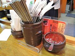 8店内:ステンレスのスプーンと箸・コチュジャン@ビビンバ・韓国冷麺専門店・菜ずき・天神