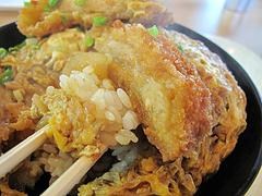 料理:カツ丼アップ@華さん食堂・半道橋