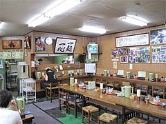 店内:カウンターとテーブル席と小上がり@魁龍小倉本店