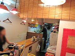 店内:カウンター7席・全席禁煙@博多ラーメンばりこて長浜店
