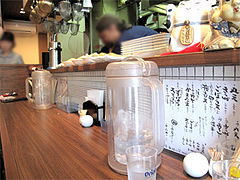 店内:カウンター@うどん・博多あかちょこべ