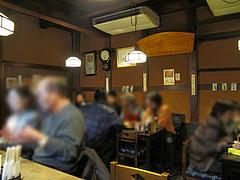 店内:カウンターとテーブル席@高田屋・焼鳥・倉敷