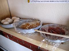 店内:生卵・梅干・たくあん2種@豚々拍子・笹丘
