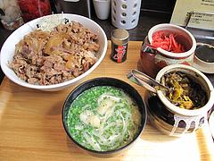料理:牛丼500円+みそ汁80円@カレー専門店・ボン田中