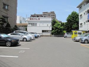 20駐車場60分100円@丸万食堂