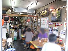 店内:カウンターとテーブル席@長浜ラーメン・名島亭