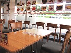 店内:カウンターとテーブル@生パスタの店アンチョビ・平尾