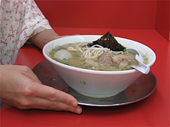 料理:コラーメンの大きさ@王龍ラーメン・福岡市中央区赤坂