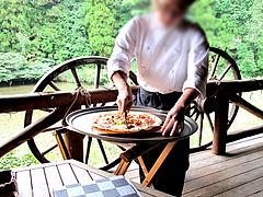 料理:ピザ切り分け@森のログレストラン・アラスカ