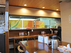 店内:カウンターとテーブル@ちゃんぽん・ならここ・春日