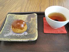 料理:ほうじ茶と栗饅頭@蛸松月・柳橋連合市場