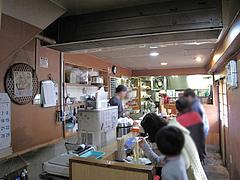 店内:1階カウンター席@永楽ラーメン・小倉