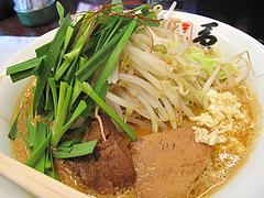 ランチ:ニラ担麺空撮@島系