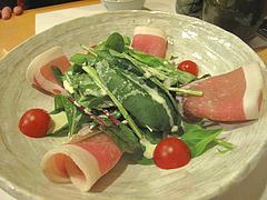 9料理:自家製生ハムとほうれん草のサラダ@居酒屋なごみ・八女の鮎と燻製料理の店・美野島