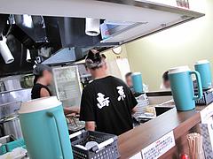 店内:カウンター席@博多麺業・島系・春吉店