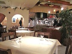 5店内:テーブル席@イタリアンレストラン・天神・西鉄グランドホテル・マンジャーモ