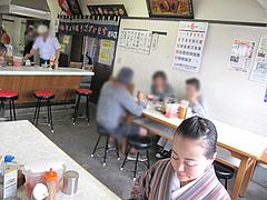 4店内:テーブル@一九ラーメン・老司店