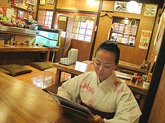 3店内:掘り炬燵テーブルとカウンター@居酒屋・井戸端・博多川端商店街