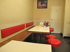 4店内:テーブル席@定食の味作食堂