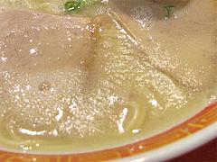 料理:ラーメンスープ表面@成金ラーメン・博多駅前