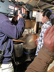 麺上げ湯切り体験本番・博多のあん@屋台・新妻・天神・福岡
