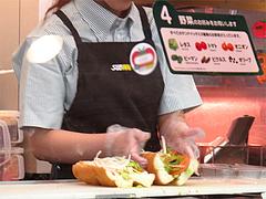 店内:サンドイッチ作る@SUBWAY(サブウェイ)天神昭和通り店・福岡