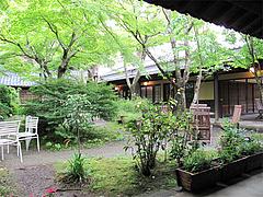 外観:中庭の喫煙コーナーから@鍵屋・亀の井別荘・湯布院