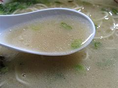 料理:ラーメンスープすくう@博多めんとく屋
