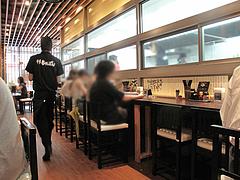 3店内:カウンター・テーブル@井手ちゃんぽん天神店