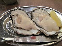 7料理:生がき・レモン@牡蠣やまと・鉄板居酒屋・赤坂・料理:生ビール@牡蠣やまと・鉄板居酒屋・赤坂・オイスターバー