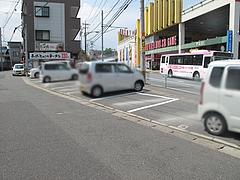 19外観:駐車場@博多六分儀ラーメン・西片江店