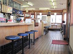 店内:カウンター・テーブル・小上がり@筑前うどん黒田藩・井尻