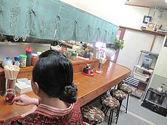 2店内:カウンター席@中華料理・萬品香(マンピンシャン)