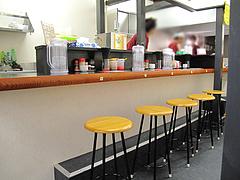 3店内:カウンター席@博多拉麺・宗(ラーメンそう)・薬院