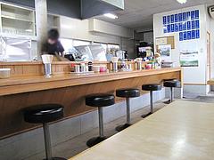 3店内:カウンターと小上がり@昭和福一ラーメン・那珂川・春日