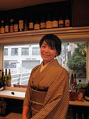 17店内:ユキノ店長さんスマイル@バー・Yumekichi Wine(ユメキチワイン)