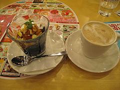 料理:黒糖ゼリーバニラ添えとドリンクバーカプチーノ@ガスト・東比恵店